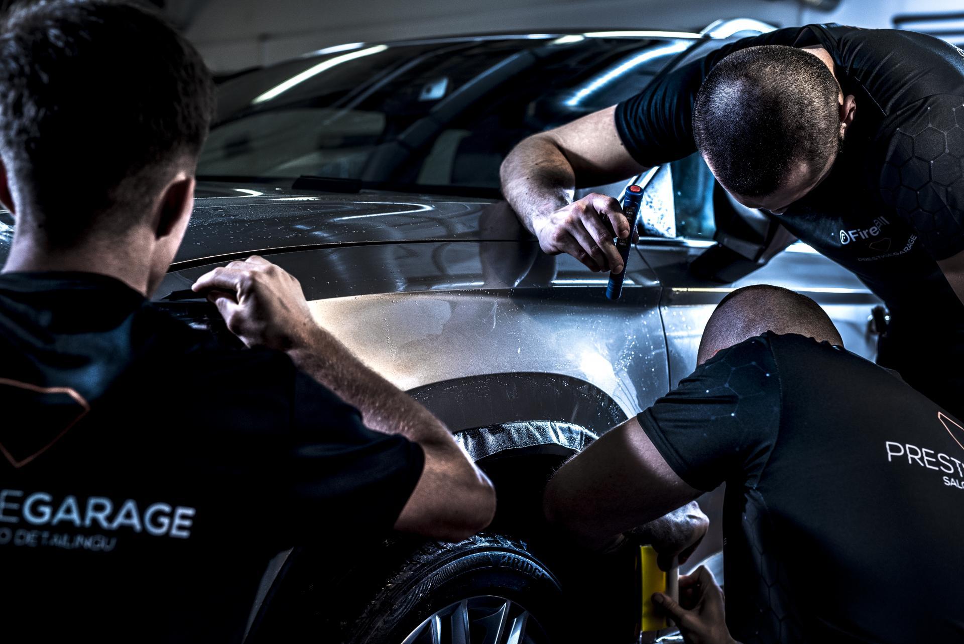 Folia do oklejania samochodu - prestige garage