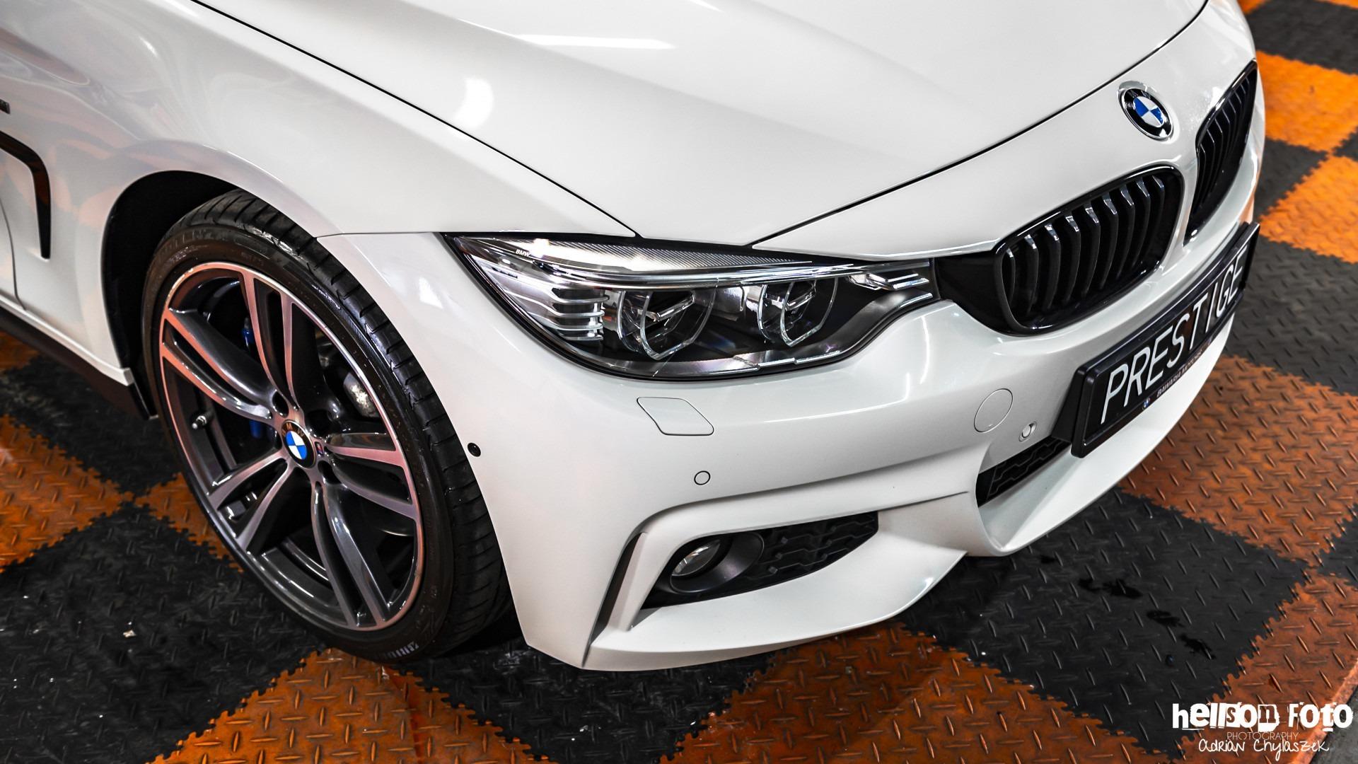 Białe BMW serii 4 prawa lampa