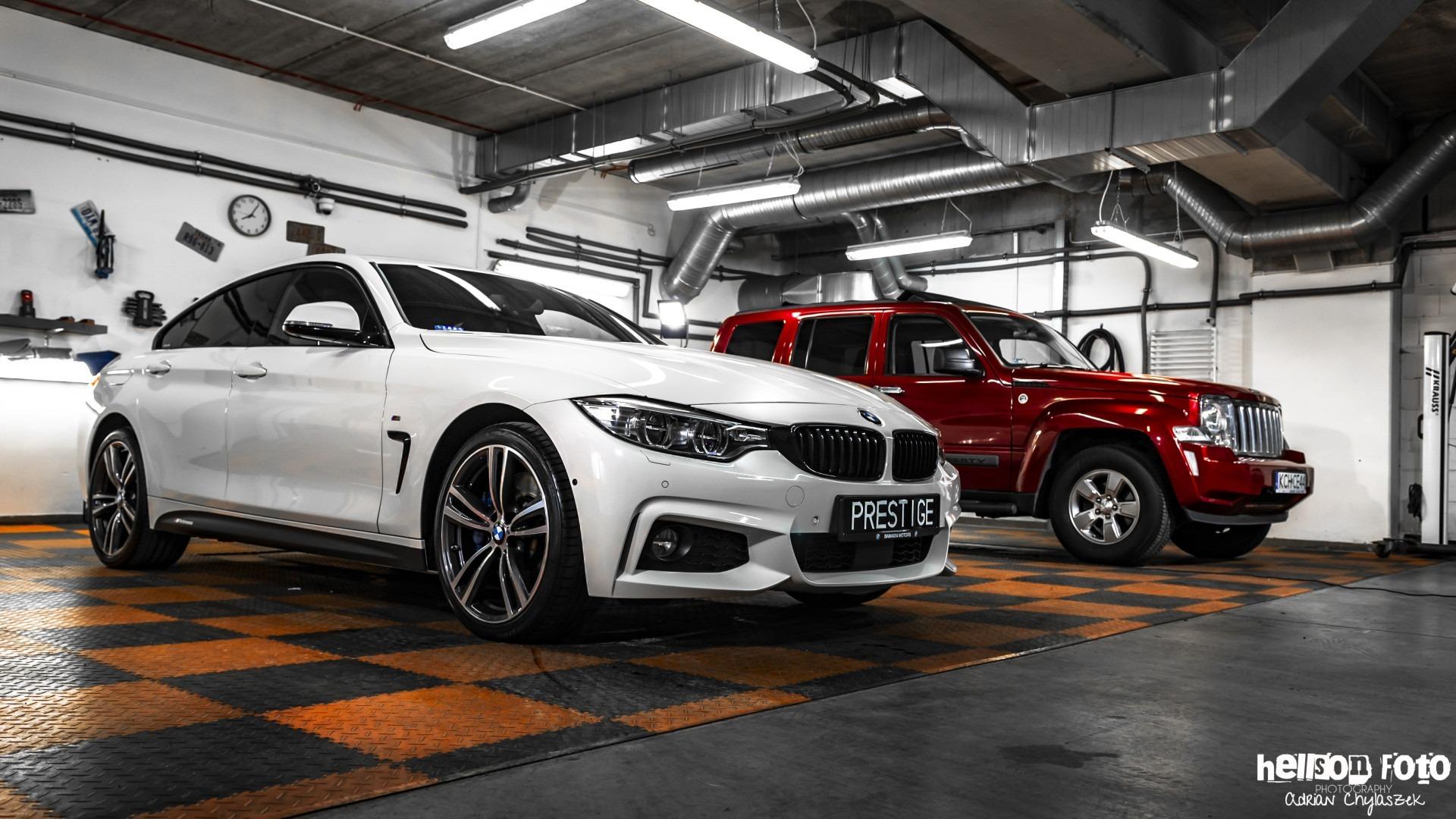 Białe BMW serii 4 garaż