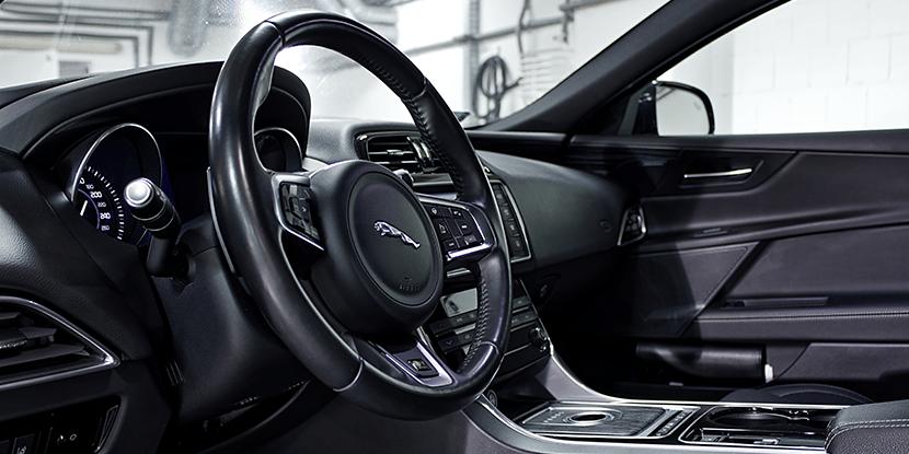 Jaguar XE - wnętrze