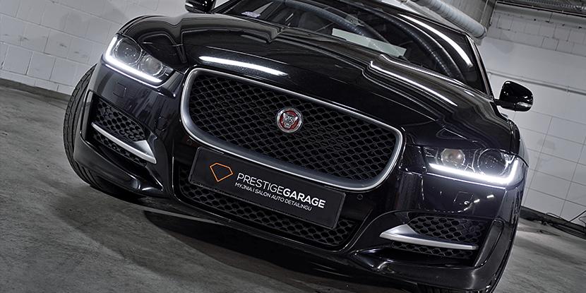 Czarny Jaguar XE - Brytyjski Zabijaka maska