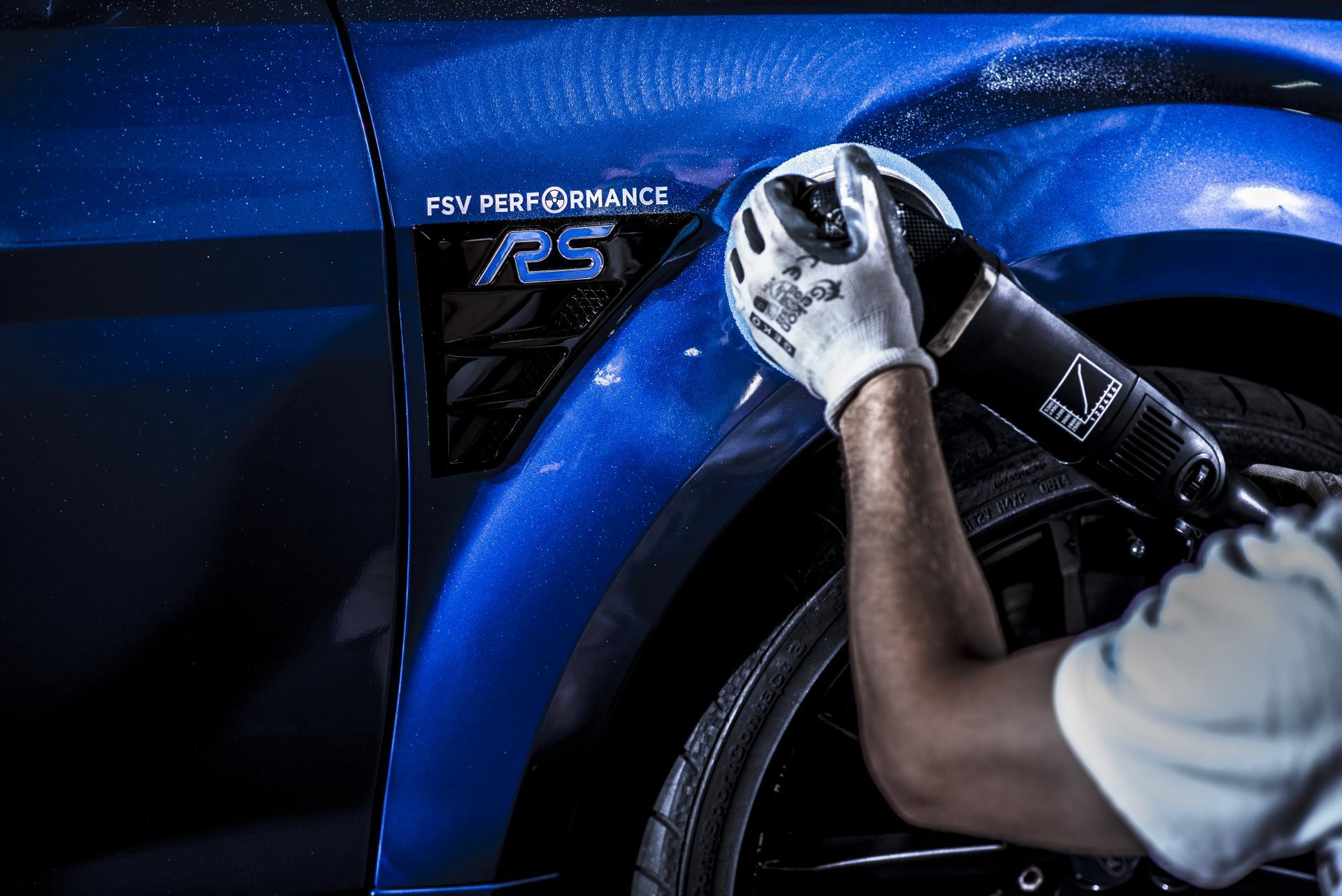 Niebieski Focus RS renowacja lakieru